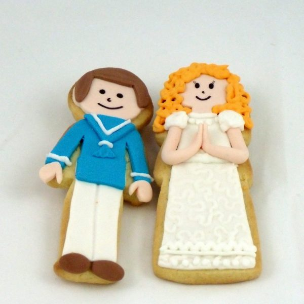 galletas con forma de niño y niña con vestidos de comunión