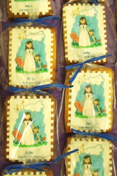 Galleta de mantequilla con forma rectangular decoradas con un dibujo de una niña vestida de comunión impreso en papel de azúcar.