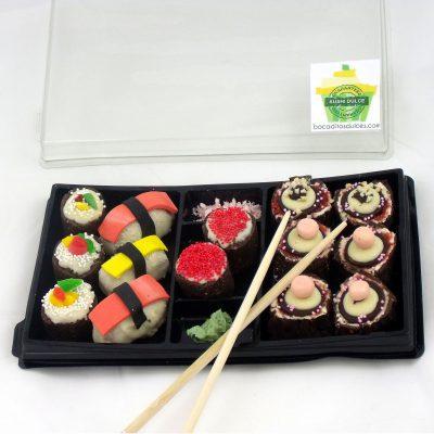 bandeja variada de sushi dulce con 14 piezas aproximadamente