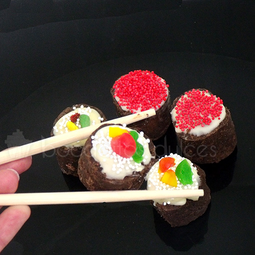 makis dulces de galleta y chocolate decorados con gominolas