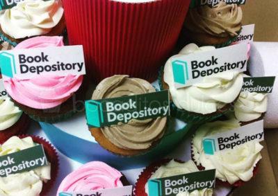 cupcakes al gusto con logo de empresa en papel de azúcar