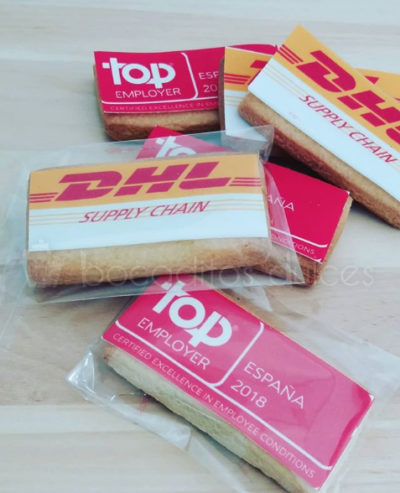 galletas decoradas con papel de azúcar para evento de DHL