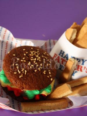 bandeja de cupcake hamburguesa y galletas como patatas fritas