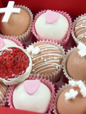 cajita de cake balls en tonos rosas