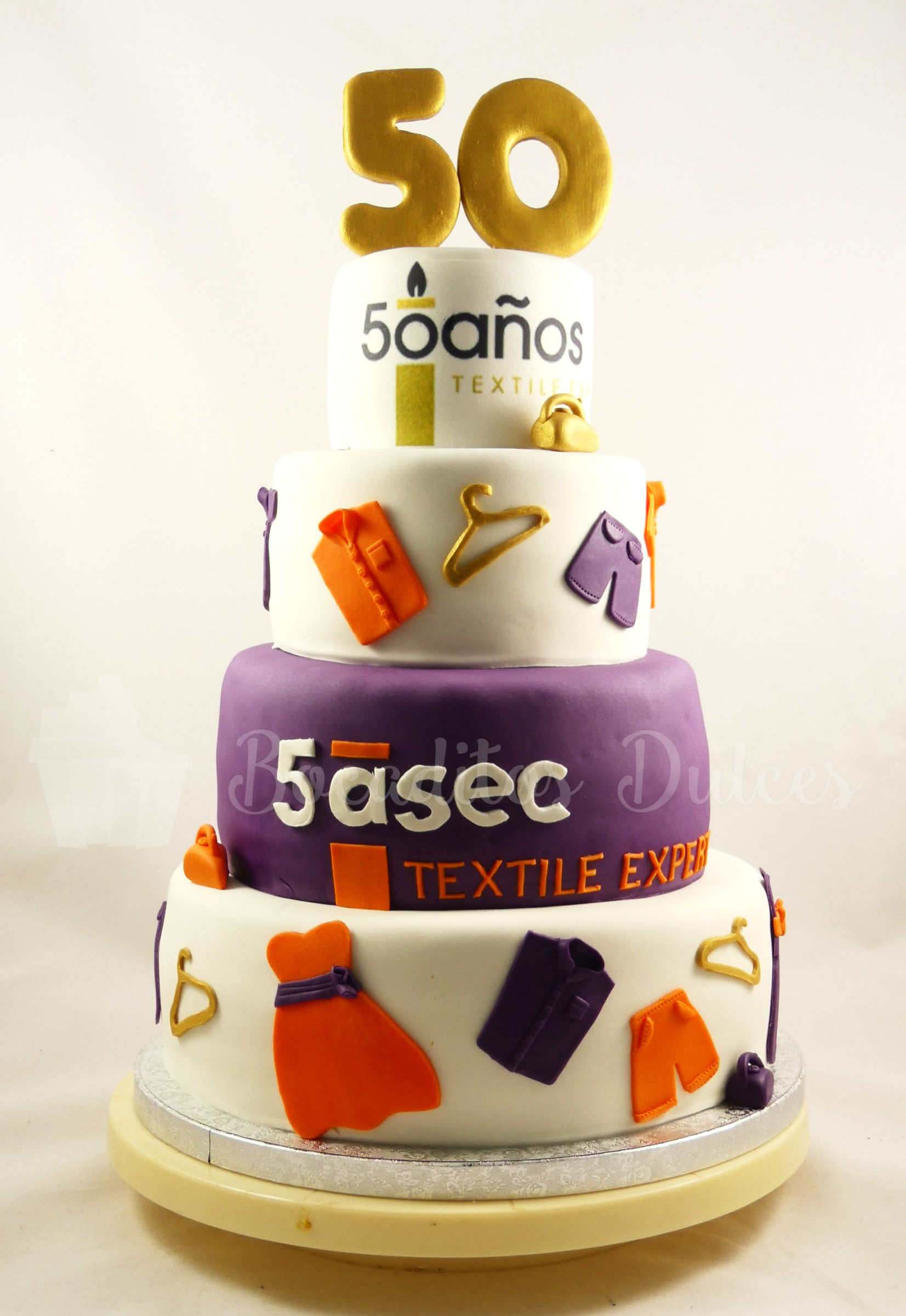 tarta de varios pisos de fondant para el 50 aniversario de 5 a sec