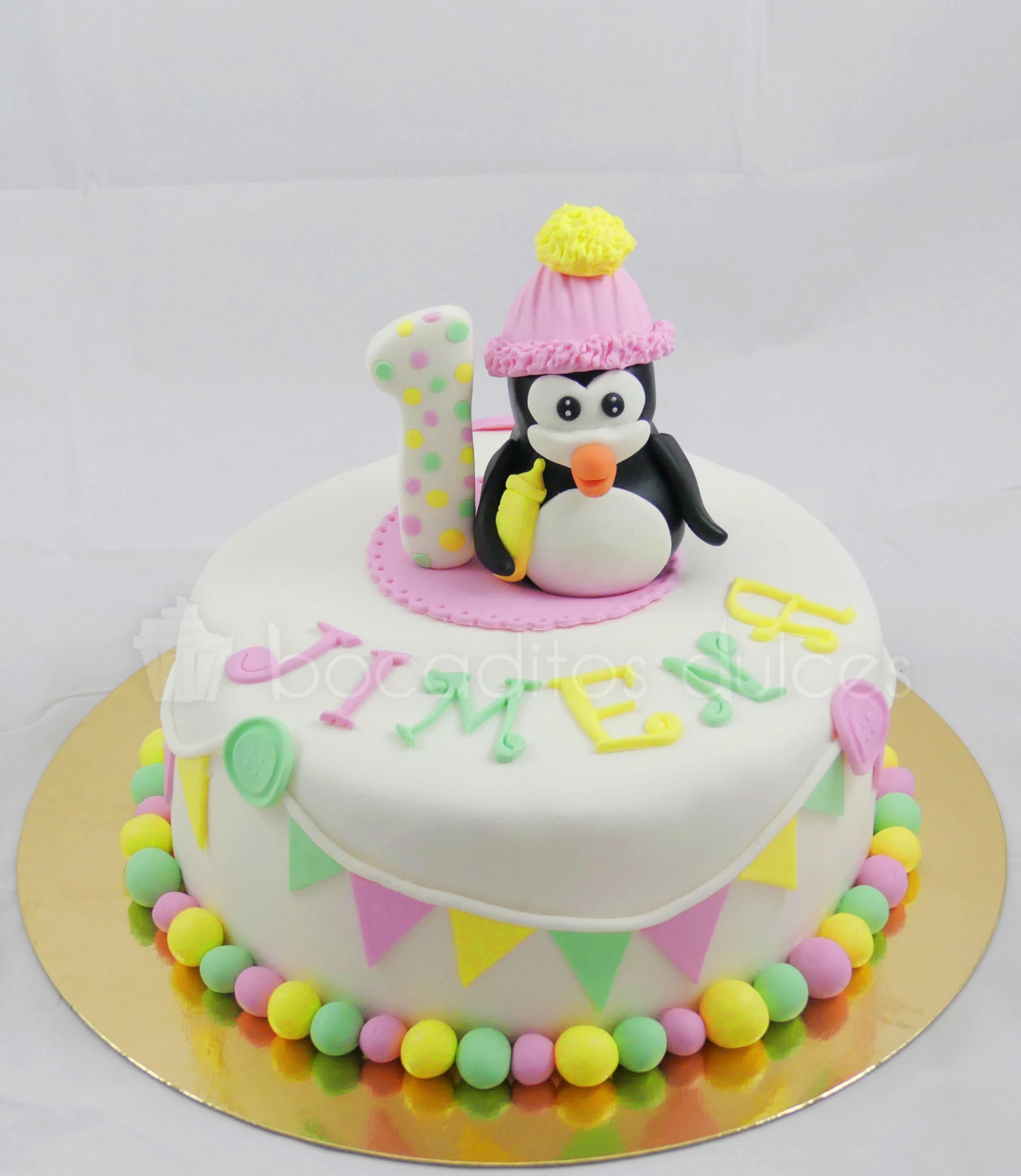 tarta infantil con figura de pingüino