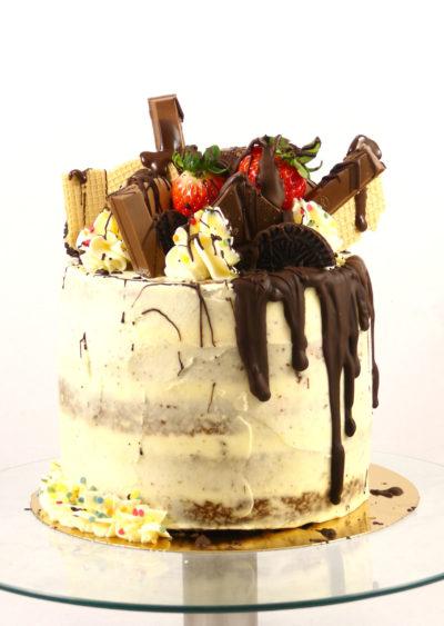 dripcake con frutas y chocolates