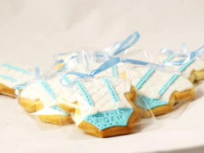 galletas con forma de body con tirantes de bebé