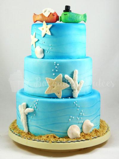 tarta de pisos en azules con detalles temática mar y playa