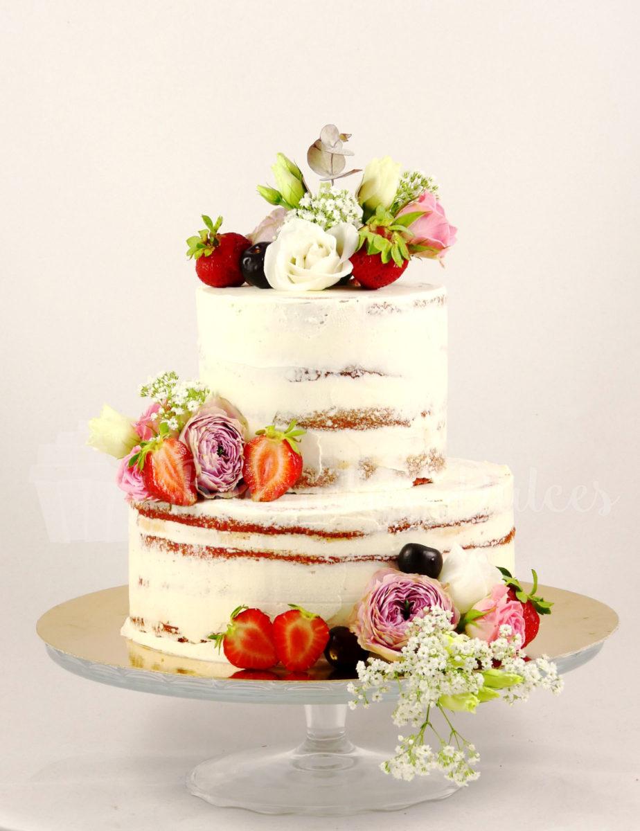 tarta semi desnuda decorada con flores y frutas