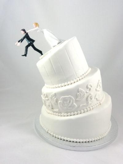 tarta clásica de boda pero con pisos torcidos