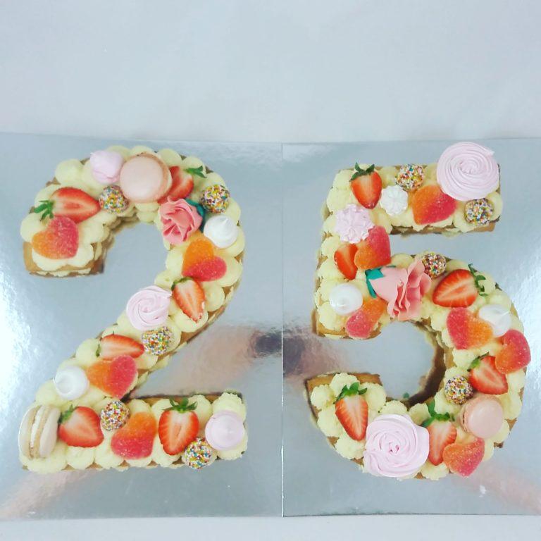 tarta cumpleaños número 25 decorada