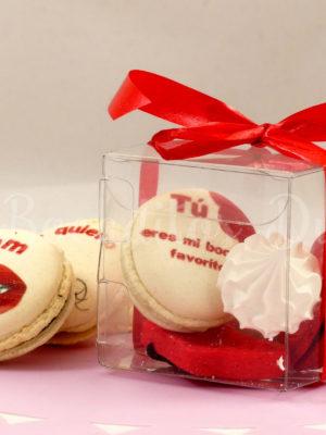 cajita transparente con dulces personalizados de San Valentín
