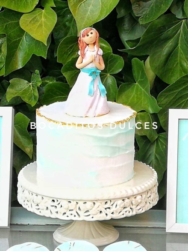 tarta de comunión con figura