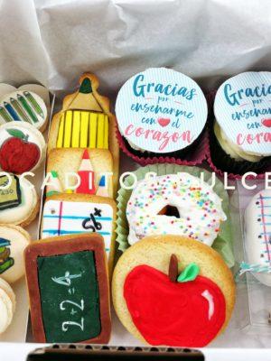 pack de dulces personalizados para hacer un detalles a los maestros de colegio o estudiantes