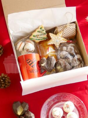 cajita regalo con dulces navideños