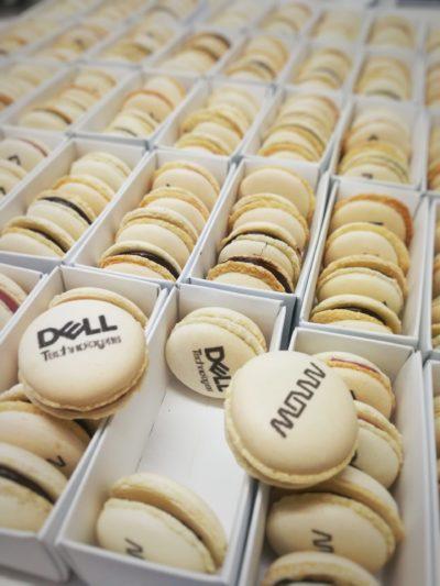 cajitas de macarons corporativos con logo