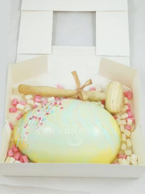 maxi huevo de chocolate blanco con sorpresa en su interior